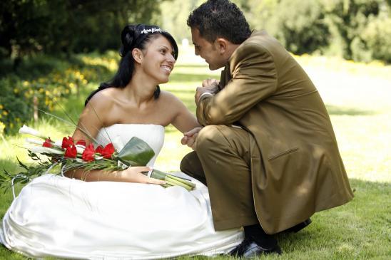 Jak wybrać ślubny garnitur?
