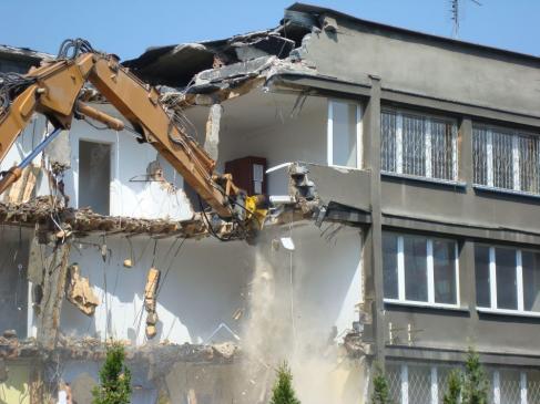 Pozwolenie na rozbiórkę budynku - kto wydaje, kiedy jest potrzebne?