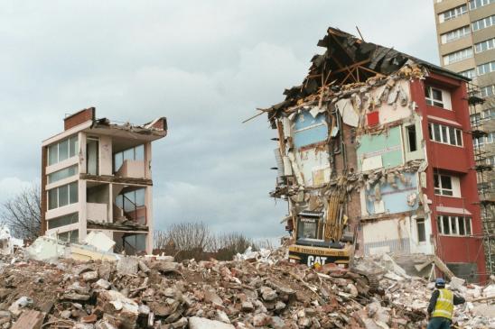 Rozbiórka budynku a podatek od nieruchomości - od kiedy obniżka, kiedy złożyć formularz?