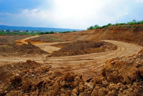 Zmiana przeznaczenia gruntu - przepisy, kto wydaje decyzję?