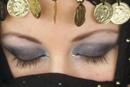 Arabski makijaż oczu - krok po kroku