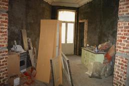 Odszkodowanie za szkody budowlane i od firmy budowlanej - kiedy zgłosić nieprawidłowości i jak odzyskać pieniądze?