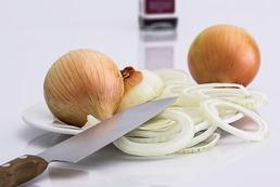 Jak zrobić syrop na kaszel z cebuli?