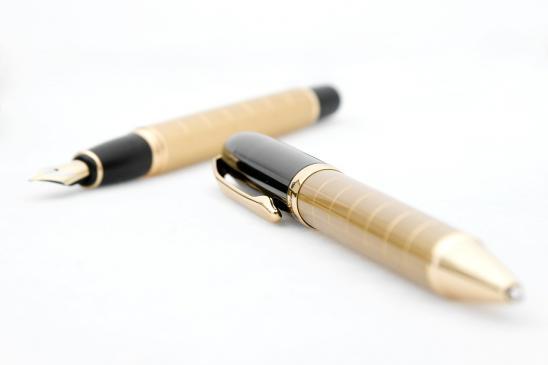 Jak usunąć plamy z długopisu z ubrania lub ze skóry?