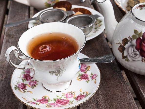 Jak usunąć plamy z herbaty?