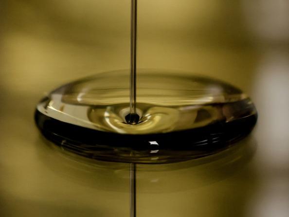 Jak usunąć plamy z ropy?