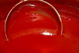 Jak usunąć plamy z pomidora i sosu pomidorowego?