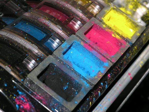 Jak usunąć plamy z tuszu do drukarki?