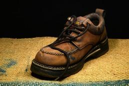 Jak usunąć plamy z soli ze skórzanych butów?