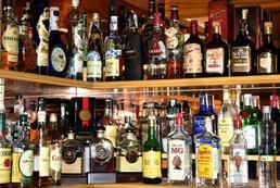 Ile zarabia barman?