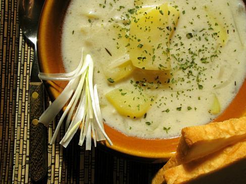 Zupa cebulowa z grzankami i serem - przepis