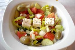 Sałatka grecka z serem feta - przepis