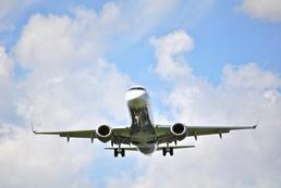 Wakacyjna podróż - samochodem czy samolotem?