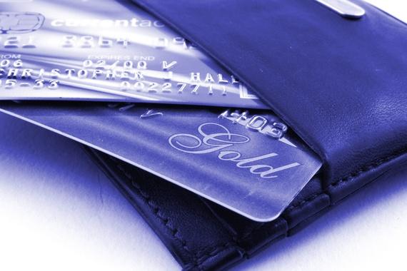 Czym różni się karta debetowa od kredytowej?
