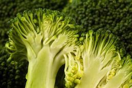 Sałatka z brokułem – przepis