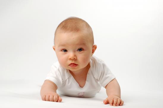 Jak nauczyć dziecko raczkować?