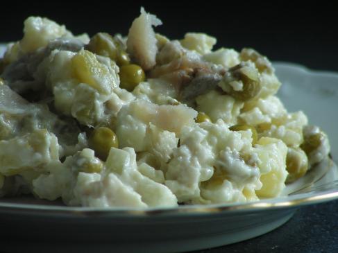 Sałatka śledziowa z ziemniakami – przepis