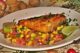 Łosoś z salsą kukurydziano-pomidorową – przepis