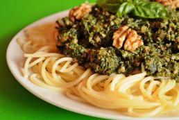 Spaghetti z sosem szpinakowym  – przepis
