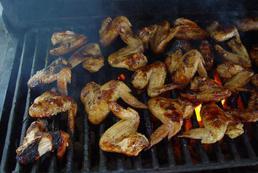 Skrzydełka na grilla – przepisy