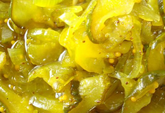Sałatka z ogórków kiszonych - przepisy