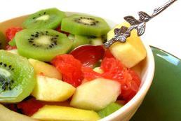 Sałatka owocowa z brzoskwiniami - przepis