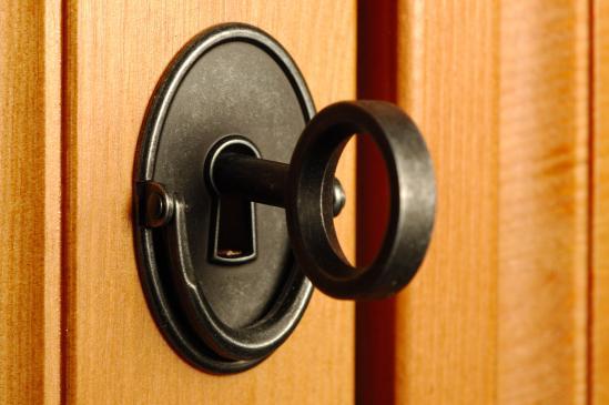 Jak wymienić zamek w drzwiach?