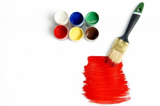 Jak usunąć starą farbę ze ścian?