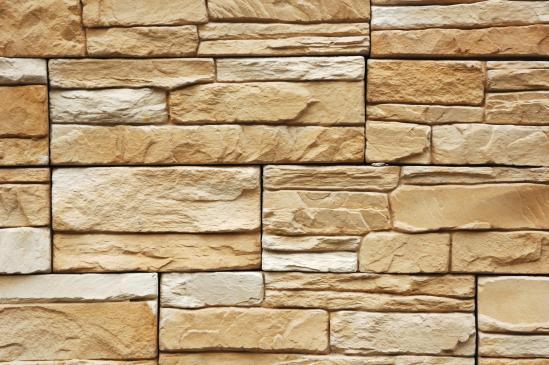 Jak położyć kamień naturalny na ścianie?