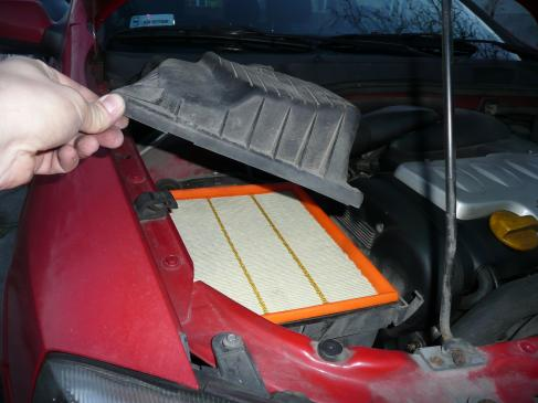 Jak wymienić filtr powietrza w samochodzie?