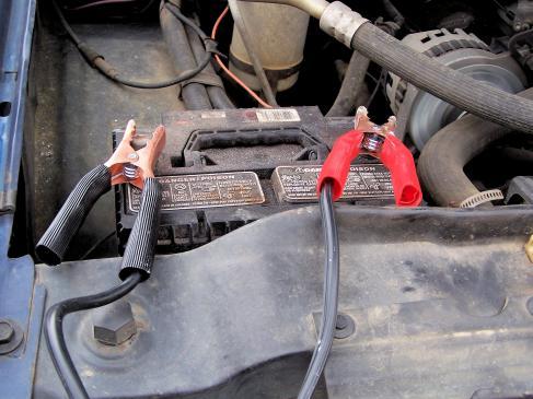 Jak naładować akumulator w samochodzie?