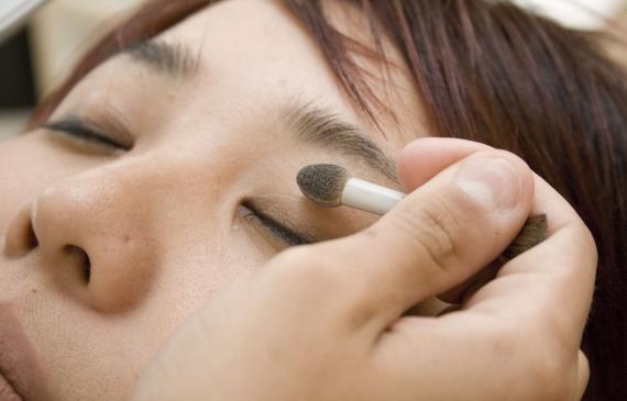 Makijaż korekcyjny oczu