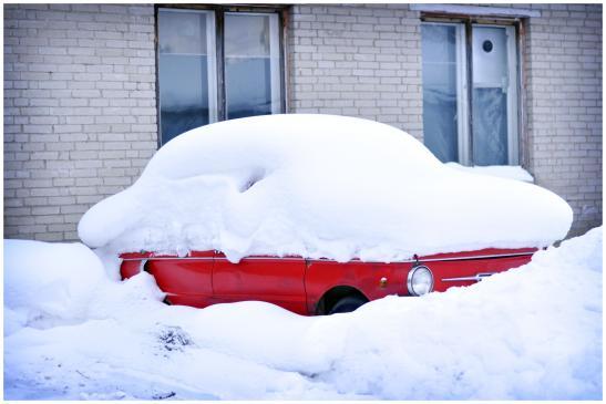 Jak odśnieżyć samochód?