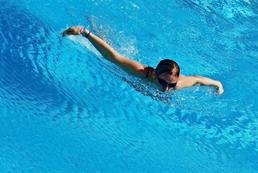 Jak pływać delfinem?