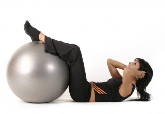 Trening z piłką fit ball