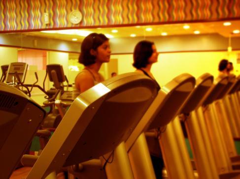 Jak ćwiczyć na bieżni?