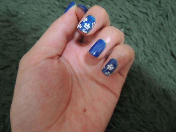 Jak malować kwiatki na paznokciach krok po kroku?