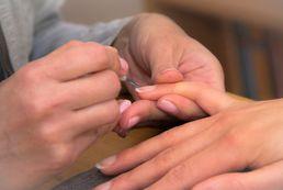 Utwardzacz do paznokci - rodzaje, zastosowanie, działanie