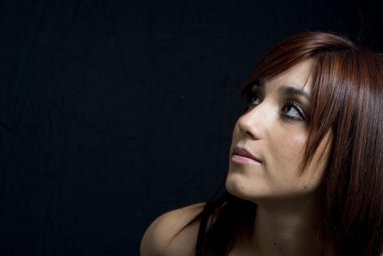 Jak makijażem ukryć zmarszczki pod oczami?