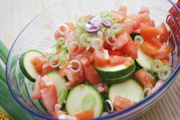 Cukinia faszerowana warzywami - przepis
