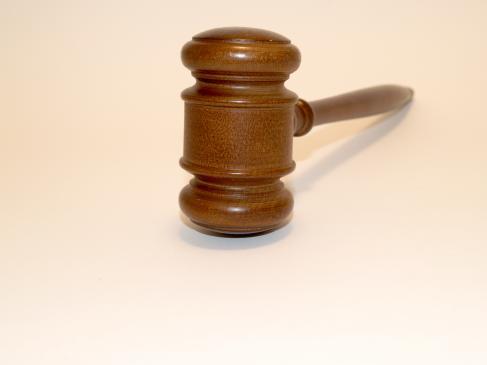 Jak działają sądy 24-godzinne?