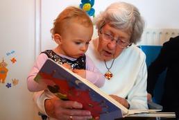 Gdy babcia rozpieszcza dziecko