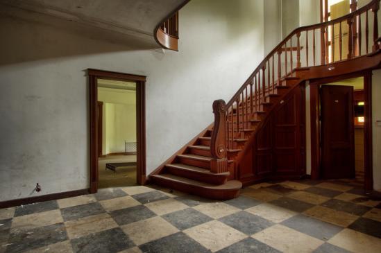 Jak zaprojektować schody w domu?