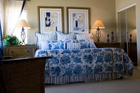 Sypialnia w stylu kolonialnym - aranżacje
