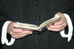 Jak zwracać się do księdza na powitanie?