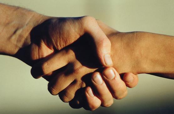 Prawidłowy uścisk dłoni