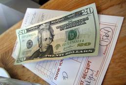 Kto powinien płacić w restauracji?