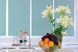 Aranżacja kuchni - szkło na ścianach w kuchni
