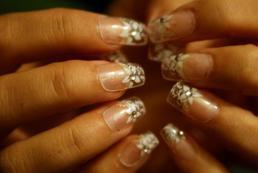 Koronka na paznokciach - jak ją zrobić?