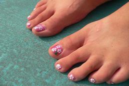 Jak malować paznokcie u stóp?